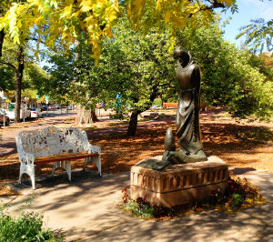 Photo of City Hall Park and sculpture